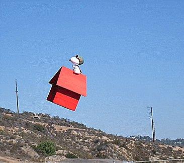 空飛ぶスヌーピーの家ドローン。これはすごい。Flying Snoopy Doghouse Remote Control