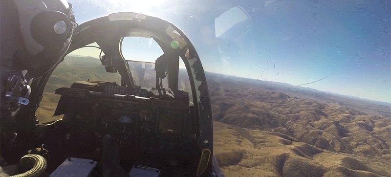 Este vídeo nos da una buena idea de cómo es pilotar un caza de la Guerra Fría