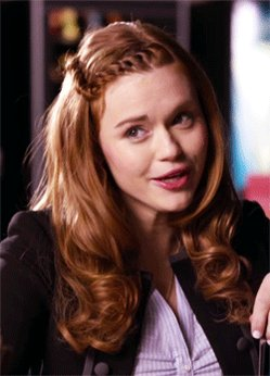 💖 @hollandroden will be going LIVE from our Facebook today! keep your eyes peeled for it 👀