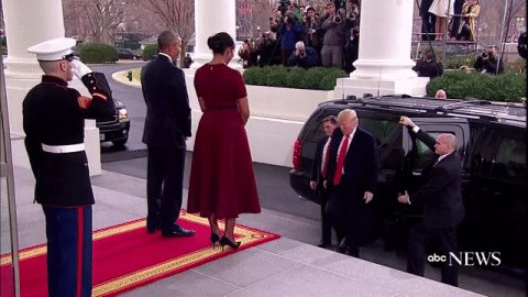 Pres. Obama, Michelle Obama welcome Pres.-elect Trump at the White House https://t.co/aemExNNIyt #inauguration