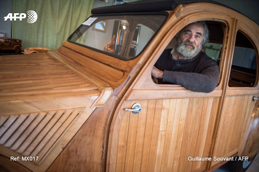 A retired French cabinet maker reproduced a Citroen 2CV from 1953