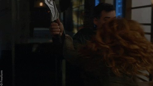 RT @ShadowhuntersTV: Don't. Mess. With. Clary. 🙅 #Shadowhunters https://t.co/oH7pZn08Ac
