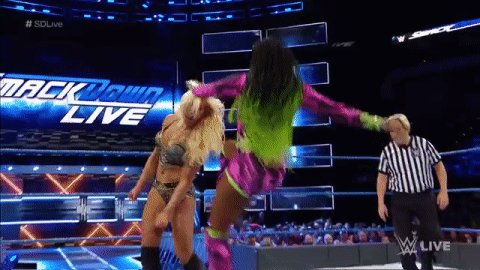 #SDLive #WomensChampion @NaomiWWE is on a ROLL right about now against @MsCharlotteWWE!