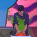 .@ShawnMendes is that you under all that slime???? #KidsChoiceAwards http://t.co/YcY4B6Gf5a
