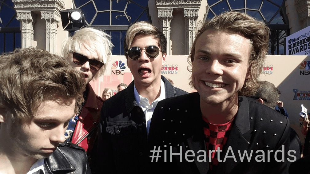 Oh yeah! It's @5sos showing off on the #iHeartAwards red carpet. Tune in tonight, 8/7c! On @nbc! http://t.co/5VjwUCxyrp