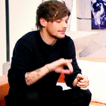 LOUIS AFTER HE SENT THE TWEET TO NAUGHTY BOY http://t.co/0RmkC3O67m
