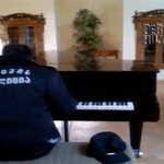 This security guard was secretly filmed playing the piano -- watch the BEAUTIFUL moment HERE! http://t.co/S2Vrck2jrh http://t.co/VwOpo9k5fe