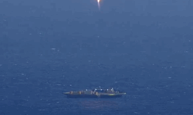Here's a GIF of newly-released @SpaceX video of the #Falcon9 landing attempt from Tuesday. https://t.co/tbFCQIlIWx http://t.co/jDwXkPQPHm