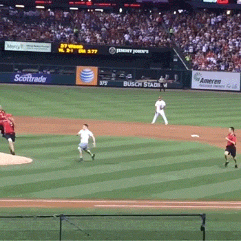 #Cardinals fan runs onto field, eludes security, somersaults onto home plate http://t.co/tm7Pm1rwgV http://t.co/7A2nvefdH0