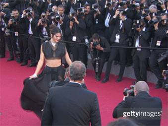 Model Behaviour on the red carpet @KendallJenner #gifs #Cannes2015 http://t.co/6ytBGZy05P http://t.co/PdZJIZ1N2a