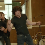 Watch Jon Snow rock out in Coldplays ridiculous #GameOfThrones musical: http://t.co/wBNL5Zk2NT http://t.co/y1tG4Tqb5G