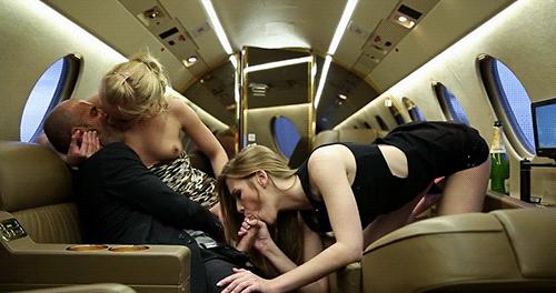 фото голые в самолете