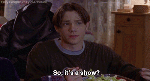 Watching these tweets from the #gilmoregirlsreunion is like being at the best family reunion ever! http://t.co/ZzwpAqAGJV