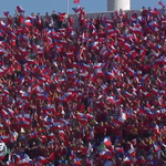 Sale #LaRoja a la cancha y así lo reciben los hinchas. ¡Que emoción! EN VIVO » http://t.co/031HyqWCSb http://t.co/Dp0erKrnz4