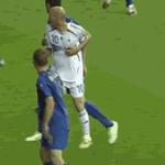 A cabeçada mais famosa da história do futebol http://t.co/NTEID9uBpL