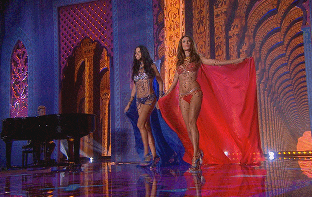 Squad goals. #VSFashionShow #ThrowbackThursday http://t.co/4tnv9UmUfF