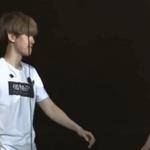 แบคฮยอนพยายามจะจับแขนเซฮุน แต่เซฮุนไม่เล่นด้วย แบคฮยอน : ไม่ง้อก็ได้ *มองบน* ㅋㅋㅋㅋㅋㅋㅋㅋㅋㅋㅋㅋㅋㅋㅋㅋ http://t.co/L2F5kwGB4i http://t.co/B31bt3nmWq