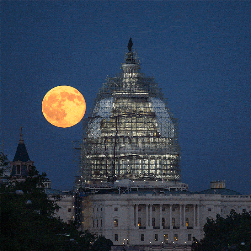 Animated #gif from last night's full moon over the U.S. Capitol. #BlueMoon #BlueMoon2015 #NASA http://t.co/1QYQrBGTQH