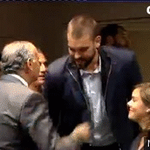 Brutal GIF vía @paultrex del MOMENTAZO entre Marc Gasol y Soraya. http://t.co/3pPEJM8VBN