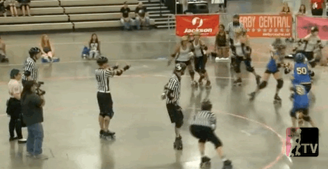 Lil Slinky of Stockholm: Making 180° apex jumps look easy. #talk2wftda #wftdaplayoffs http://t.co/82GJg3eJBr