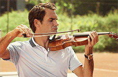 Live look-into the player lounge as Roger Federer tries to stay warm and loose. http://t.co/Tqv83hPtBa