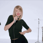 . @taylorswift13 joins us on the #HeavyweightsOfPop with her first single from 1989: Shake It Off #HariSukanNegara http://t.co/CWBoAaGcXk