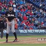 Ichiro pitching? ¯\_(ツ)_/¯ http://t.co/XAtu4tMV6l http://t.co/jfqL98SiDR
