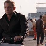 INCREÍBLE ACTOR. James Bond no... El de atrás con la escoba JAJAJAJA https://t.co/ucUNT4vVV9