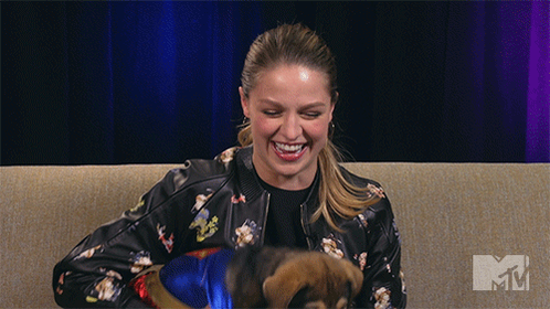Watch @MelissaBenoist answer #Supergirl trivia questions while distracted -- by PUPPIES. https://t.co/EvPAvc8AOe https://t.co/GlrZtxHTZe