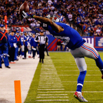 UNREAL! Odell Beckham Jr. makes incredible diving TD catch, 2nd Rec TD today. He has 9 Rec TD this yr, 2nd in NFL. https://t.co/JbIPPRTmth