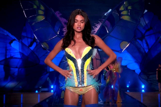 WERQ, @DanielaRBraga! ???? #VSFashionShow https://t.co/is3dp9i9vm