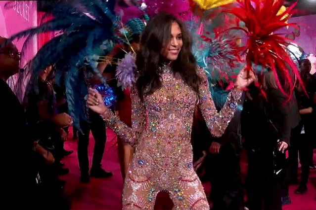 We'd be dancing too, @OfficialCindyB! ???? #Fireworks #VSFashionShow https://t.co/d0BofOr5G2