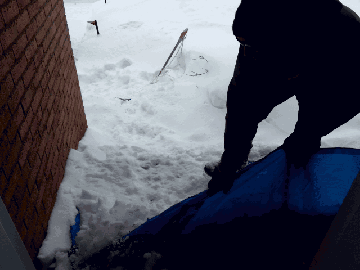 What do you think of this snow-clearing method? #blizzard2016 https://t.co/u29rC4Y1yc https://t.co/mpaizPQqnn