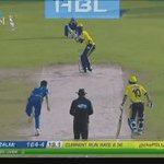 SIX! Slow ball and Sammy dispatches it over midwicket. https://t.co/DEtf2gTJSw #PSLT20 https://t.co/4zpEytoEZV