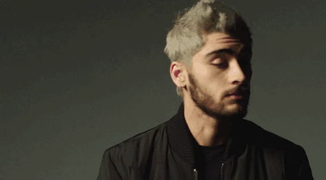"""Solo Success: ZAYN's first single """"Pillowtalk"""" debuts at No. 1 on the Billboard Hot 100: https://t.co/1sUewnIHsq https://t.co/HBo8bScLhH"""
