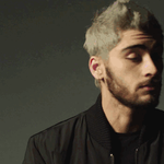 """Solo Success: ZAYNs first single """"Pillowtalk"""" debuts at No. 1 on the Billboard Hot 100: https://t.co/1sUewnIHsq https://t.co/HBo8bScLhH"""