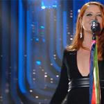 Bravissima @noemiofficial e bellissimi i suoi nastri pieni di significato. #Sanremo2016 https://t.co/4oJ6u9pbZp