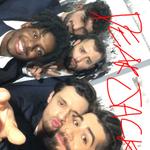 Un po strettini, ma i @DearJackOf ci sono stati tutti. #TwitterMirror #Sanremo2016 https://t.co/Ws56uNuY5S