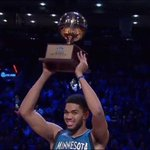 Rookie @KarlTowns hoists the hardware as #TacoBellSkills Champion! ##NBAScratchReel https://t.co/x7m5dhpBro