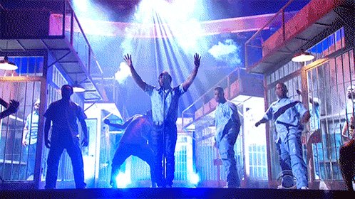 this moment of kendrick's performance was joyous, ominous, hopeful, scary ... very america. That dude can ART https://t.co/7qhPZL1pGX