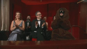 The Revenant bear is rooting for you, Leo! #Oscars https://t.co/ufaaES84GZ