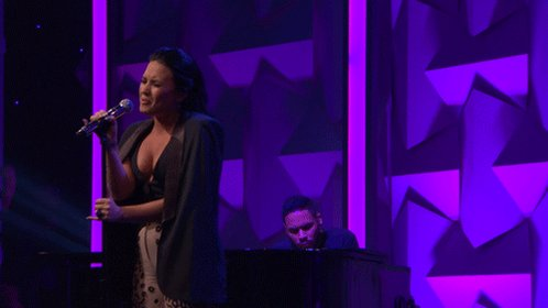 .@ddlovato singing #StoneCold at #GlaadAwards is everything!