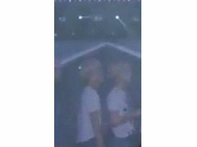 LQ of Jonghyun smelling/kissing the back of taemins head (again) 3 times 160424 #Jongtae https://t.co/ZNWgPW4ijH