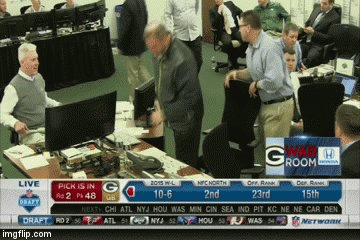 If you missed Ted Thompson showing EMOTION, here it is! https://t.co/HwcuujHrTl #Packers