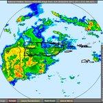 Así luce el radar que muestra la amplia zona de nubosidad y lluvia que mantiene a PR en advertencia de inundaciones. https://t.co/HT2LB5ekCC