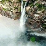 Venezuela: Un #video grabado con dron muestra el Salto Ángel como nunca antes visto https://t.co/lQxsGkaKMR https://t.co/h0vUXJfRkS