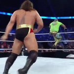 #WWEs @KalistoWWE shows that he isnt scared of @RusevBul! #SmackDown https://t.co/wnuvCLQ9C0