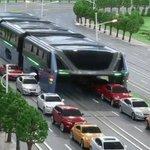 В Китае показали концепт «автобуса будущего», позволяющего машинам проезжать прямо под ним https://t.co/4Mzo2RcIpb https://t.co/WN6PlgToyy