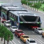 Este autobús del futuro chino acabará con los atascos para siempre [VIDEO] https://t.co/1vRoFWfHyd https://t.co/RtliqKa6Hc