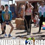 20 Milioni di visualizzazioni su YouTube in 20 giorni! Bisogna festeggiare con un balletto virile #VorreiMaNonPosto https://t.co/Vsn4fmjmBN